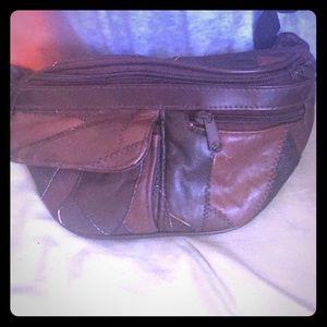 Handbags - Brown leather fannypack vintage